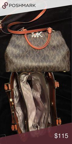 Michael Kors 👜 - no bundle:price firm Michael Kors 👜 No wear & tear, rips, discoloration.  Mint condition. Michael Kors Bags Shoulder Bags