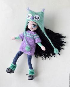 Amigurumi girl doll wearing an owl hat. Crochet Toys Patterns, Stuffed Toys Patterns, Crochet Dolls, Knit Crochet, Crochet Hats, Kawaii Doll, Owl Hat, Doll Tutorial, New Dolls