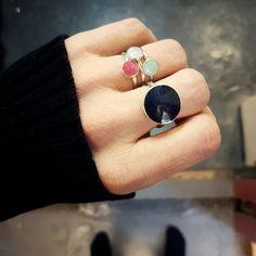 Inspirasjonsbilder fra Opro - norske emaljesmykker Enamel Jewelry, Jewellery, Gemstone Rings, Gemstones, Handmade, Fashion, Moda, Jewels, Fashion Styles
