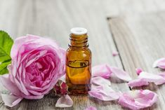 Making Essential Oils, Rose Essential Oil, Essential Oil Blends, Lemon Juice Uses, Oil For Stretch Marks, How To Make Rose, Infused Oils, Rosehip Oil, Natural Remedies