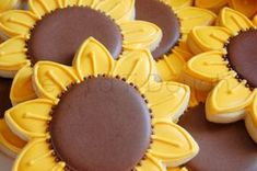 Anyone want to make sunflower cookies? Summer Cookies, Fall Cookies, Iced Cookies, Cut Out Cookies, Heart Cookies, Valentine Cookies, Easter Cookies, Birthday Cookies, Sunflower Cookies