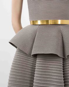 Waist detail pleats for a great way to cover tummy and create illusion