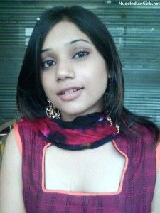 Nude Indian Girl in Salwar Revealing her Boobs to Boyfriend