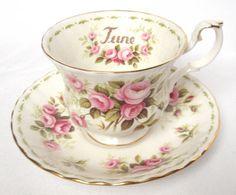 Royal Albert  Flower of the month  Tea cup & saucer di DoubleRandC