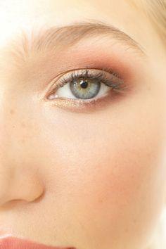 DIY Eyeshadow For Your Eye Color: Green/Hazel