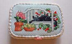 World of Charity Stitching: WE'RE MAKING ALTOID TINS!