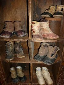 A collection of baby and little childrens shoes. So sweet. Primitive Antiques, Primitive Decor, Primitive Bedroom, Primitive Homes, Primitive Country, Vintage Shoes, Vintage Outfits, Doll Closet, Primitive Gatherings