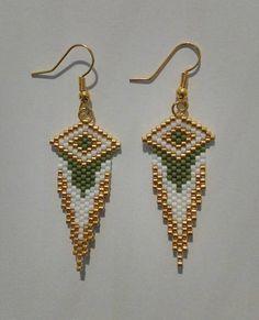Earrings hand woven beads by Miyuki delica beads. Earrings hand woven beads by Miyuki delica beads. White Earrings, Seed Bead Earrings, Beaded Earrings, Crochet Earrings, Seed Beads, Peyote Beading, Beaded Jewelry Patterns, Beading Patterns, Bead Earrings