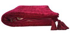 Red Comforter, Velvet Bedspread, Velvet Curtains, Black Bedding, Green Quilt, Black Quilt, Red Blanket, King Size Duvet Covers, Quilts For Sale
