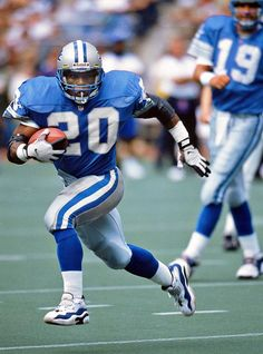 Barry Sanders, Detroit Lions. He was one awesome RB. I don't think they'll never be another who can move like he could.