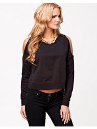 Crop top by ONLY. Rounded neckline with trimming. Wide hem and cuffs. Raglan sleeves with cut-out shoulders.  Made of 50% Cotton and 50% Polyester.