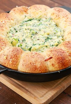 This Cheesy Spinach And Artichoke Bread Ring Dip Will Do Things To You