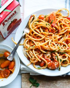 Swoonin' over this calabrian chili tomato + lobster pasta! butter, calabrian chili oil, spices, zest + more mixed with bucatini pasta! It's my new go-to pasta that can be done in a one pan and whipped up in no time. Lobster Pasta, Seafood Pasta, Seafood Bisque, Bulgarian Recipes, Italian Recipes, Crab Pasta Recipes, Bucatini Pasta, Bucatini Recipes, Recipes