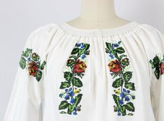 Crochet Collar, Crochet Trim, Crochet Baby, 1940s Dresses, Vintage Dresses, Red And Yellow Roses, White Embroidered Dress, White Cotton, Etsy Vintage