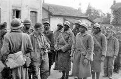 1940 France, French Group of POWs whose black colonial troops seem to arouse the curiosity of the white German soldiers French West Africa, Liberation Of Paris, Casamance, Marianne, Prisoners Of War, French Army, Red Army, Rare Pictures, Troops