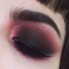 Pink and black eyeshadow Red Makeup Goals, Makeup Inspo, Makeup Art, Makeup Inspiration, Makeup Tips, Beauty Makeup, Gothic Makeup, Dark Makeup, Draculaura