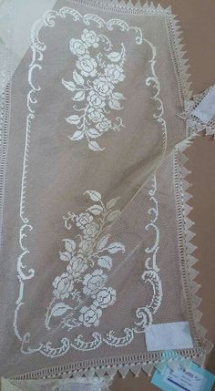 Arnavut işi Needle Lace, Needle And Thread, Filet Crochet, Crochet Doilies, Filets, Bargello, Tulle Lace, Lace Flowers, Hand Embroidery