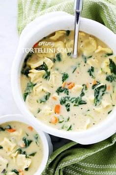 Creamy Tortellini Soup - Quick, easy, and deliciously creamy soup packed with cheesy tortellini and fresh spinach. detox water for weightloss Creamy Tortellini Soup, Spinach Tortellini, Spinach Soup, Baby Spinach, Sausage Tortellini Soup, Pasta Soup, Rice Soup, Tomato Soup, Easy Soup Recipes