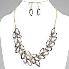 FEATHER LEAF NECKLACE SET $30 Other Colors Available | Includes Earrings ---------- #EastCoastOccasions #TheWeddingBoutique #Affordable #Timeless #Elegant #WeddingParty #Bridesmaids #BridalCollection #ElegantNecklace #BridalNecklace#BridesmaidsNecklace #Necklace #WeddingGuests #BridalJewelry EastCoastOccasions.com