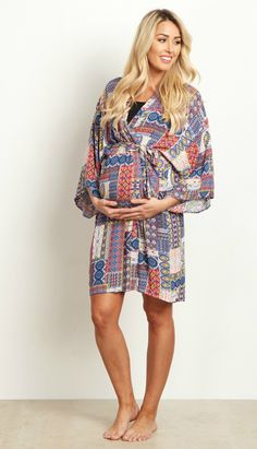 An abstract printed hospital maternity robe to make sure your visit during and after the hospital is comfortable and stylish. This robe will make you feel beautiful through all of motherhood's transitions. With the bright hues, feminine design, and lightweight material, you can have a beautiful piece to keep cool in.