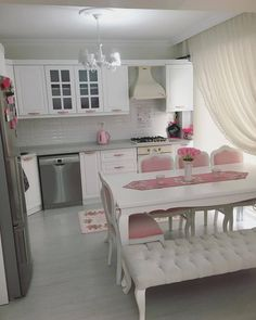 Pastel tonlarla zarif ve romantik bir dekor. So… An elegant and romantic decor with pastel tones. Esra's new home . Source by dileksezerdogdu Living Room Accents, Living Room Decor, Comedor Shabby Chic, Kitchen Ikea, Shabby Chic Dining Room, Huge Master Bedroom, Diy Casa, Modern Bathroom Decor, Decoration Table