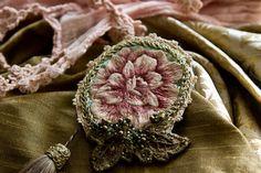 Купить Текстильная брошь с вышитым цветком - розовый, зеленый, брошка, брошь, купить брошку, бохо