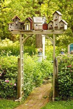 Birdhouse village garden arbor - I just have to do this in my backyard! Homemade Bird Houses, Bird Houses Diy, Garden Crafts, Garden Projects, Diy Jardin, Garden Gates, Garden Arbor, Garden Beds, Yard Art