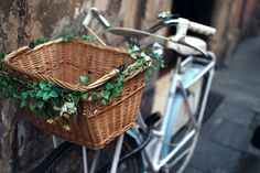 Another flowered wicker basket. There are so many and all are really tasteful. Lots of inspiration. Great shot as well :) #bicycle