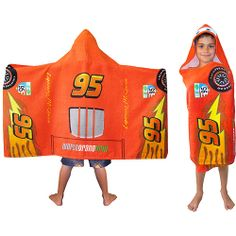 Make bath time fun for your little one with this beautiful hooded towel. Great for role play, this fiber reactive hooded towel features Cars printed on the body and is made from a super-soft all-cotton fabric. Boys Bedroom Paint, Kids Room Paint, Disney Cars Bedroom, Princess Car, Sinchan Cartoon, Disney Cars Party, Towel Rug, Kids Beach Towels, Boys Room Decor