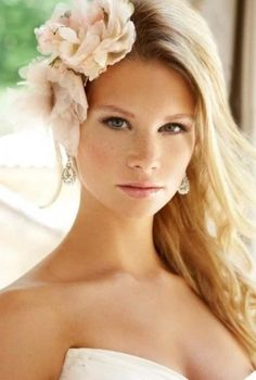 Throw in a flower with your deep side part hairstyle. It'll compliment the waves perfectly! Photo via Weddingomania