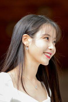 "IU 190708 ""Hotel Del Luna"" Press Conference Korean Actresses, Korean Actors, Korean Star, Korean Girl, Instyle Magazine, Cosmopolitan Magazine, Manado, Just Girl Things, Korean Celebrities"
