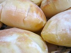 PUFFY PITAS: We go through enough pitas, between the Middle Eastern food and pita pizzas consumed. This looks like a fun project for us. Pita Recipes, Bread Recipes, Cooking Recipes, Chicken Recipes, Middle East Food, Middle Eastern Recipes, Pain Pizza, Homemade Pita Bread, Do It Yourself Food