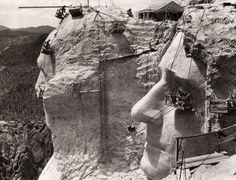 La scultura dei volti dei presidenti Usa sul monte Rushmore nel 1939