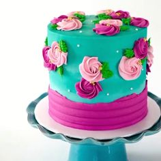 Cakes Decorating Ideas Easy Cake Decorating Ideas For Beginners Beautiful cakes are not just for big bucks on extra-special occasions. You can learn easy cake decorating ideas that you can do yours… Buttercream Cake Designs, Cake Decorating Frosting, Cake Decorating Designs, Cake Decorating For Beginners, Cake Decorating Videos, Cake Decorating Techniques, Buttercream Frosting, Butter Icing Cake Designs, Easy Cake Designs