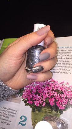 Nude, gray matte with a glitter accent nail