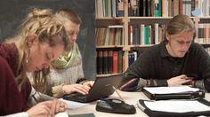 Studierende teilen ihre Bildungserfahrungen an der Cusanus Hochschule in Bernkastel-Kues.