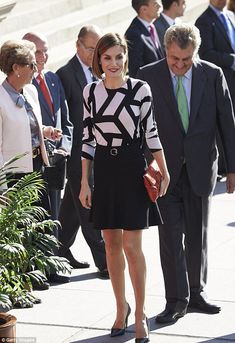 The monarch looked casually chic in a white and black graphic print dress...