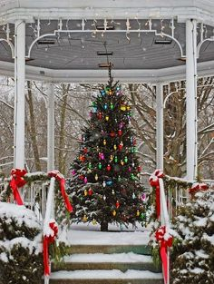 Lake Bluff Christmas Gazebo