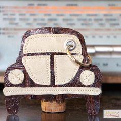 diy_Gastgeschenke_selbermachen_Schluesselanhaenger_Mitbringsel_vw-kaefer diy, Leder, nähen, sewing, VW, Haus, Auto, Anhänger, Schlüssel, geprägtes Leder, Keychain