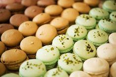 Macaroon Cake, Pavlova, Macaroons, Easter Eggs, Food And Drink, Fruit, Cake Birthday, Macaroni, Macarons