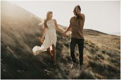 Beautiful contrasting white with the darker tones of the landscape, but neutral tones that help keep the focus on you guys. (photo by India Earl) Engagement Session, Engagement Photo Outfits, Engagement Photo Inspiration, Photoshoot Inspiration, Engagement Couple, Engagement Photos, Engagements, Couple Portraits, Couple Posing