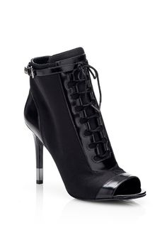 Hestor lace-up ankle Boot on Guess.eu a9506e11d58