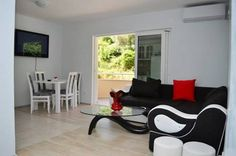 Apartment Olive Garden Petrovac na Moru Located in Petrovac na Moru, this air-conditioned apartment features a balcony. Apartment Olive Garden boasts views of the garden and is 12 km from Budva. Free WiFi is offered .  An oven, a fridge and a stovetop can be found in the kitchen.
