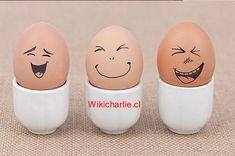 Cute egg faces the middle is so Voldemort XD Egg Crafts, Easter Crafts, Diy And Crafts, Crafts For Kids, Funny Eggs, Cute Egg, Egg Designs, Easter Parade, Egg Art