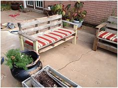 """Here, we present some """"life hacks"""" to make your lives easier and cheaper. The old pallet and woods can be turned into furniture for your backyard."""