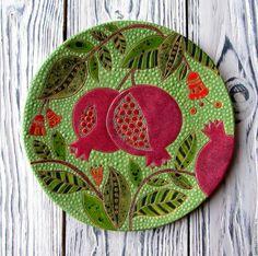 Ceramic Painting, Ceramic Art, Painting On Wood, Pottery Bowls, Ceramic Pottery, Fimo Polymer Clay, Pomegranate Art, Art Decor, Decoration