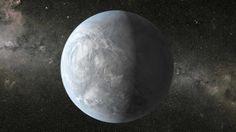 In vier Jahren erspähte das NASA-Weltraumteleskop tausende Planeten. Statistisch betrachtet besitzt jede fünfte Sonne einen erdähnlichen Begleiter. Kepler-62e (Bild) umkreist einen etwas kleineren Stern als unsere Sonne im Sternbild Leier, 1200 Lichtjahre von der Erde entfernt. Mehr dazu hier: http://www.nachrichten.at/nachrichten/weltspiegel/Keplers-Vermaechtnis-Da-draussen-fliegen-viele-Erden-um-ihre-Sterne;art17,1233197 (Bild: NASA/Reuters)