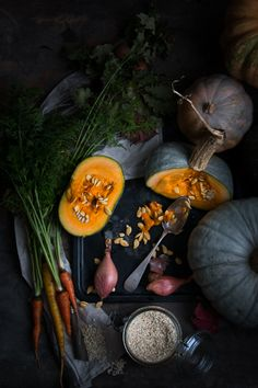 Risotto semi integrale con zucca e roquefort Dark Food Photography, Image Photography, Squash Vegetable, Vegetables Photography, Seasonal Food, Good Enough To Eat, Fruit And Veg, Raw Food Recipes, Food Styling