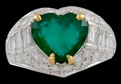 Platinum Heart Shape Emerald & Diamond Ring Signed by Bulgari. Made in Italy Emerald Jewelry, High Jewelry, Bulgari Jewelry, Emerald Rings, Diamond Trade, Emerald Diamond, Heart Engagement Rings, Valentine Day Love, Love Ring