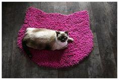 Fluffy fuchsia carpet  cat head shape von purrfidious auf Etsy, €21,00